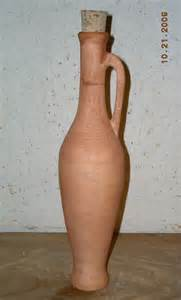 A traditional vessel for storing prepared garum.